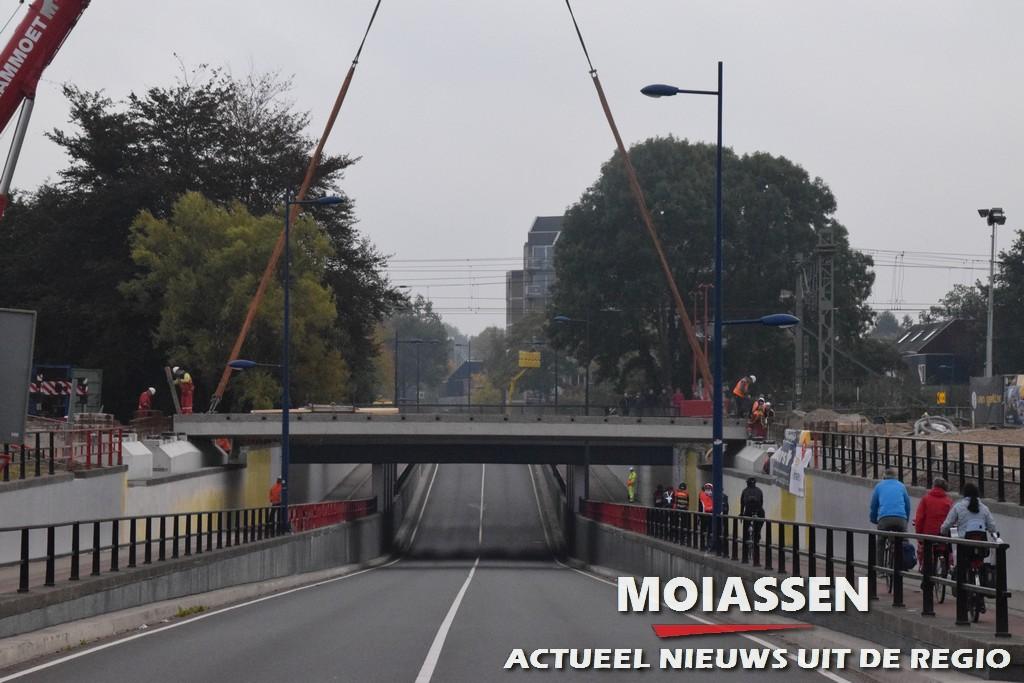 Nieuw wegdekken op de Roldertunnel in Assen (VIDEO)