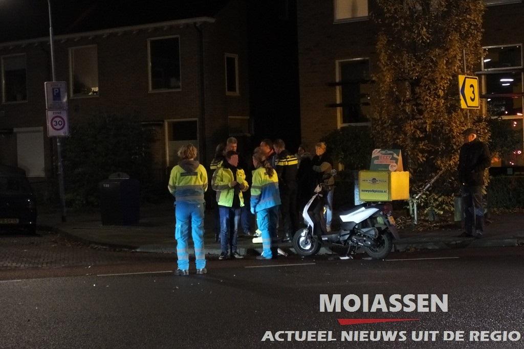 Scooterrijder licht gewond na botsing met personenauto Assen