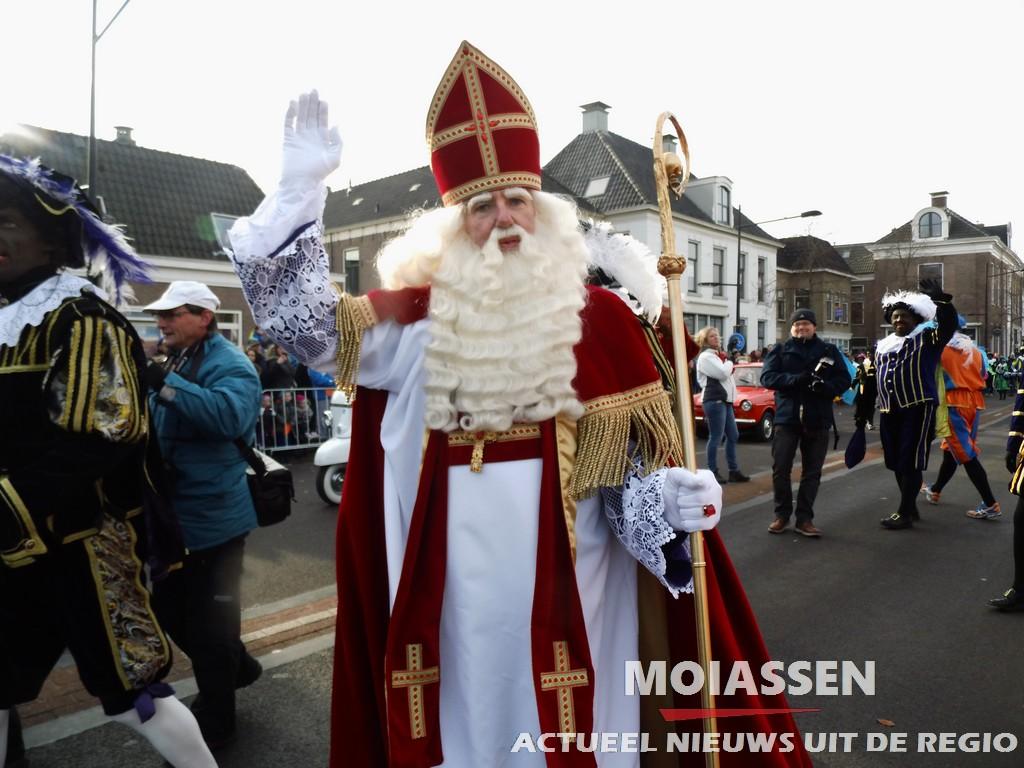 Sinterklaas met zwarte Pieten aangekomen in de Drentse hoofdstad