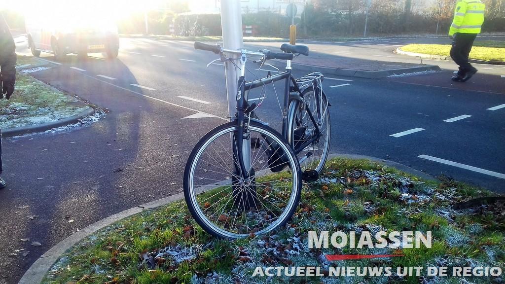 Auto contra fietser op Groningerstraat in Assen