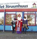 Sinterklaas en zijn pieten bezoeken het struunhuus in Assen