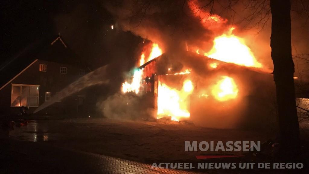 Zeer grote brand bij agrarisch bedrijf in Zeijen (Update Foto's)