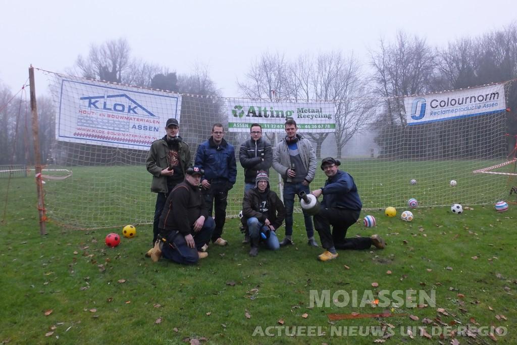 Carbidteam Peelo uit Assen sluit het jaar af met traditie (Video)