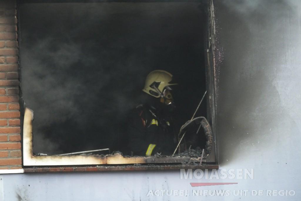 Uitslaande woningbrand aan de Fivelingostraat in wijk Baggelhuizen  Assen