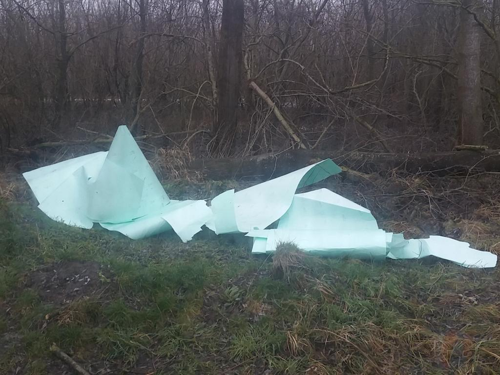 Politie vindt gedumpt afval langs de Haar in Assen