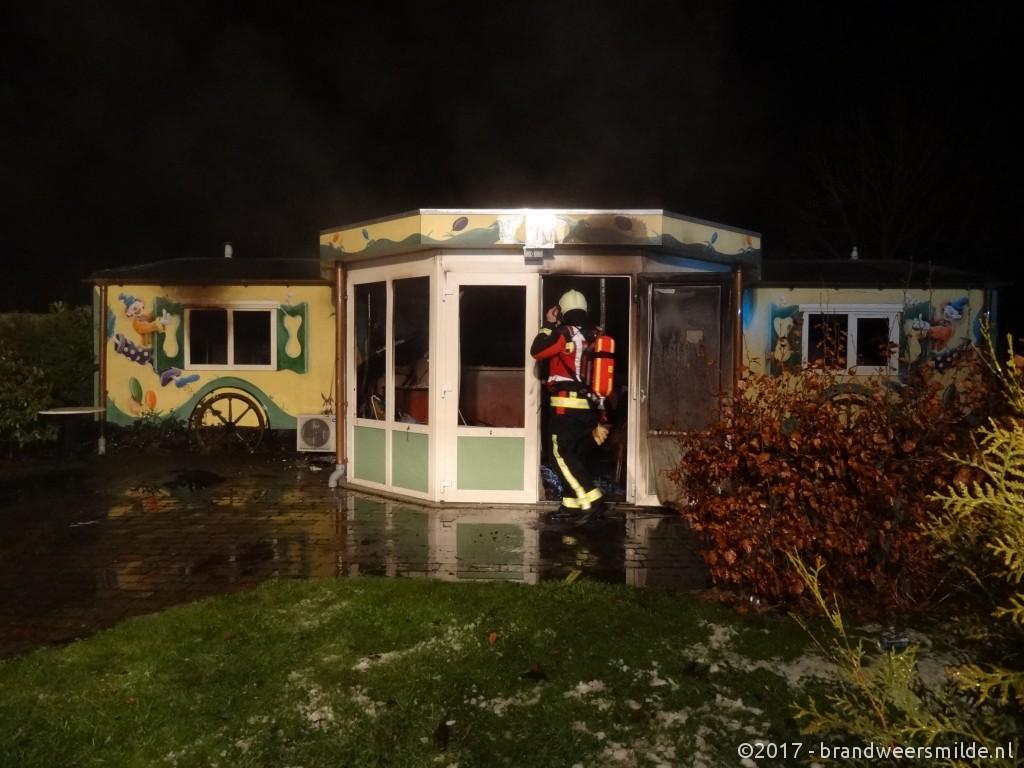 Pipowagen in de brand op het AZC terrein in Oranje