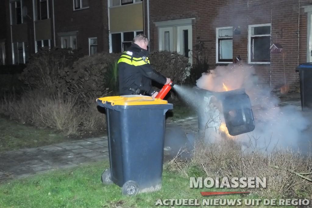 Containerbrand aan de MR.P.J. Troelstralaan in Assen