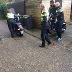 Twee scooters in beslag genomen bij woning inval in Assen