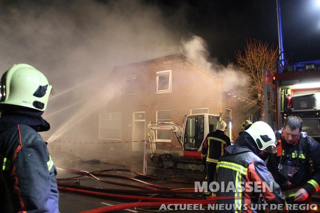 Uitslaande woningbrand aan de Hoofdweg in Smilde