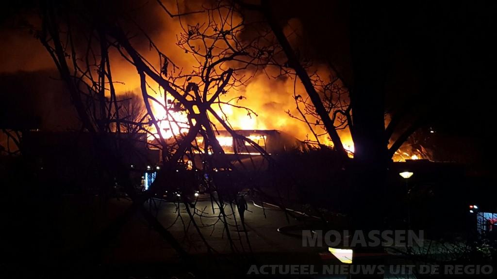 Grote uitslaande brand aan de Fiolenkamp in Beilen(Update)
