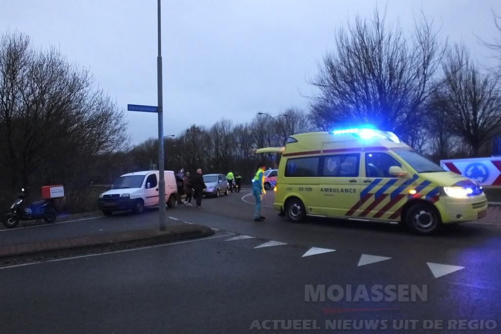 Scooterrijder raakt gewond bij botsing op rotonde Europaweg-Noord in Assen
