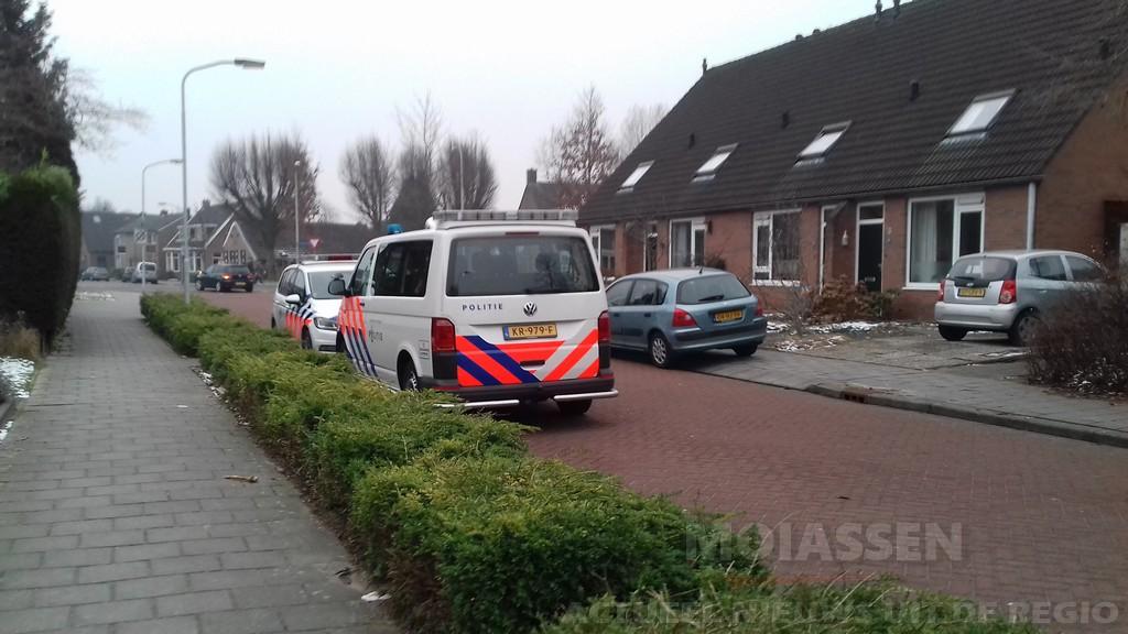 Politie zoekt twee jonge na woninginbraak Assen