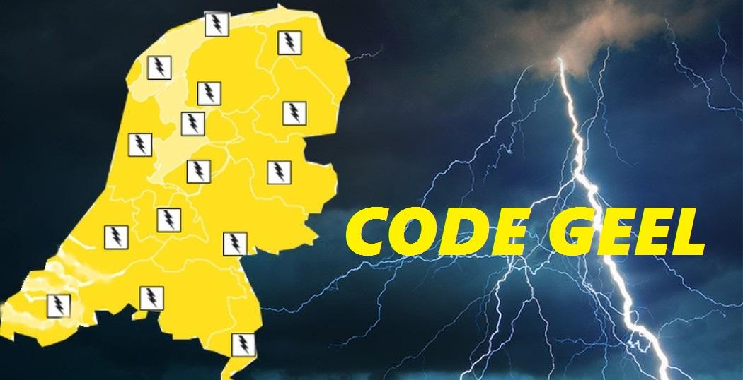 KNMI: Code geel voor buien met onweer en zware windstoten