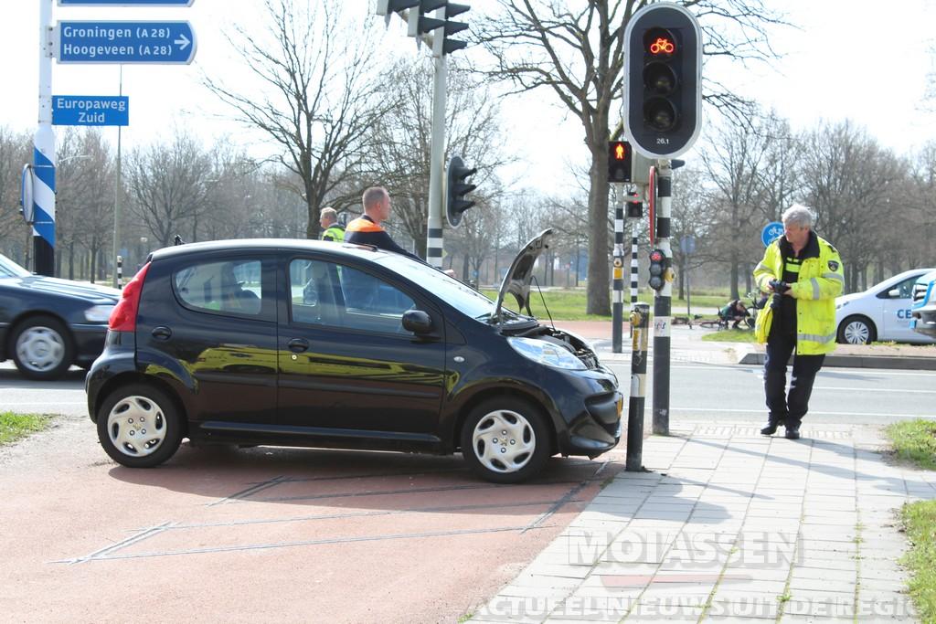Twee bestuurders raken gewond op de Beilerstraat/Europaweg-Zuid in Assen