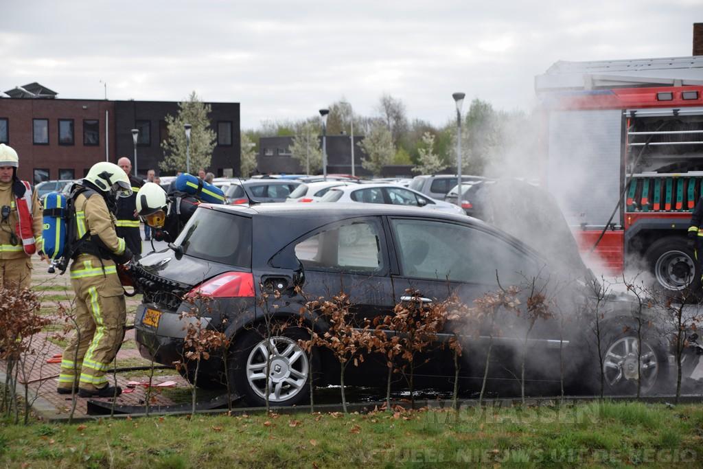 Autobrand bij Actium aan de Portugallaan in Assen