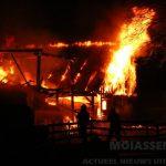 Brand in twee schuren aan het Oranjekanaal in Orvelte
