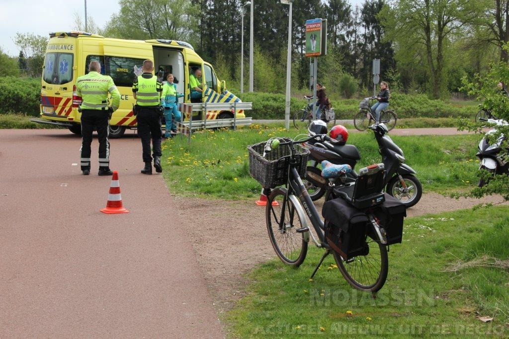 Fietsster gewond na aanrijding met scooter in Assen