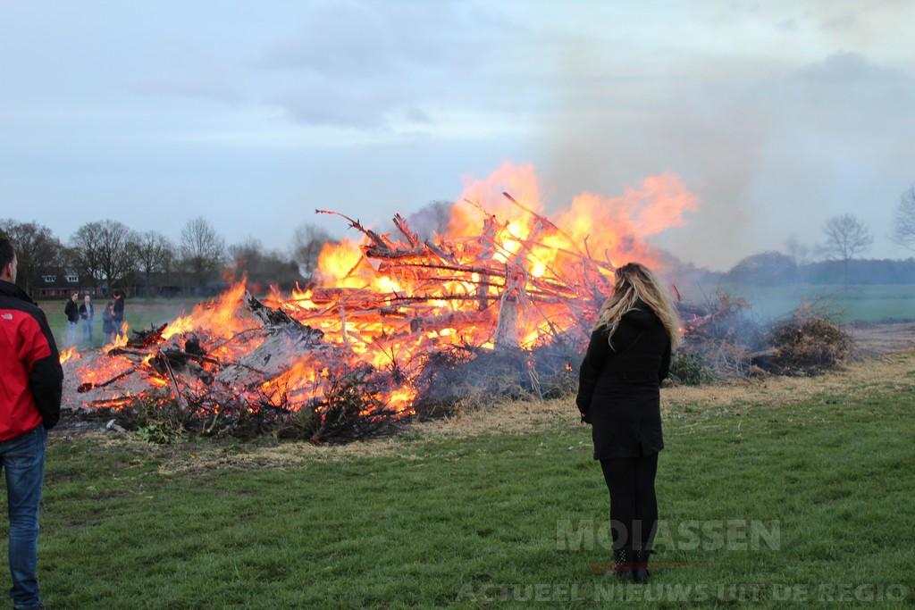 De traditionele paasvuren in Drenthe / Groningen 2017