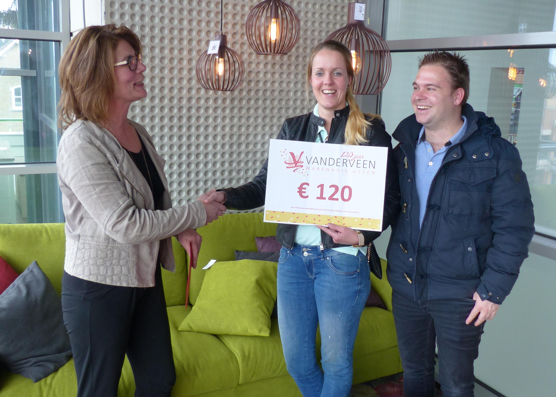 Rowena wint shoptegoed '120 jaar Vanderveen'