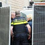 De politie doet inval in pand Rolderstraat in het centrum van Assen, twee personen aangehouden
