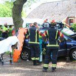 Personenauto botst op boom in Borger, inzittenden gewond