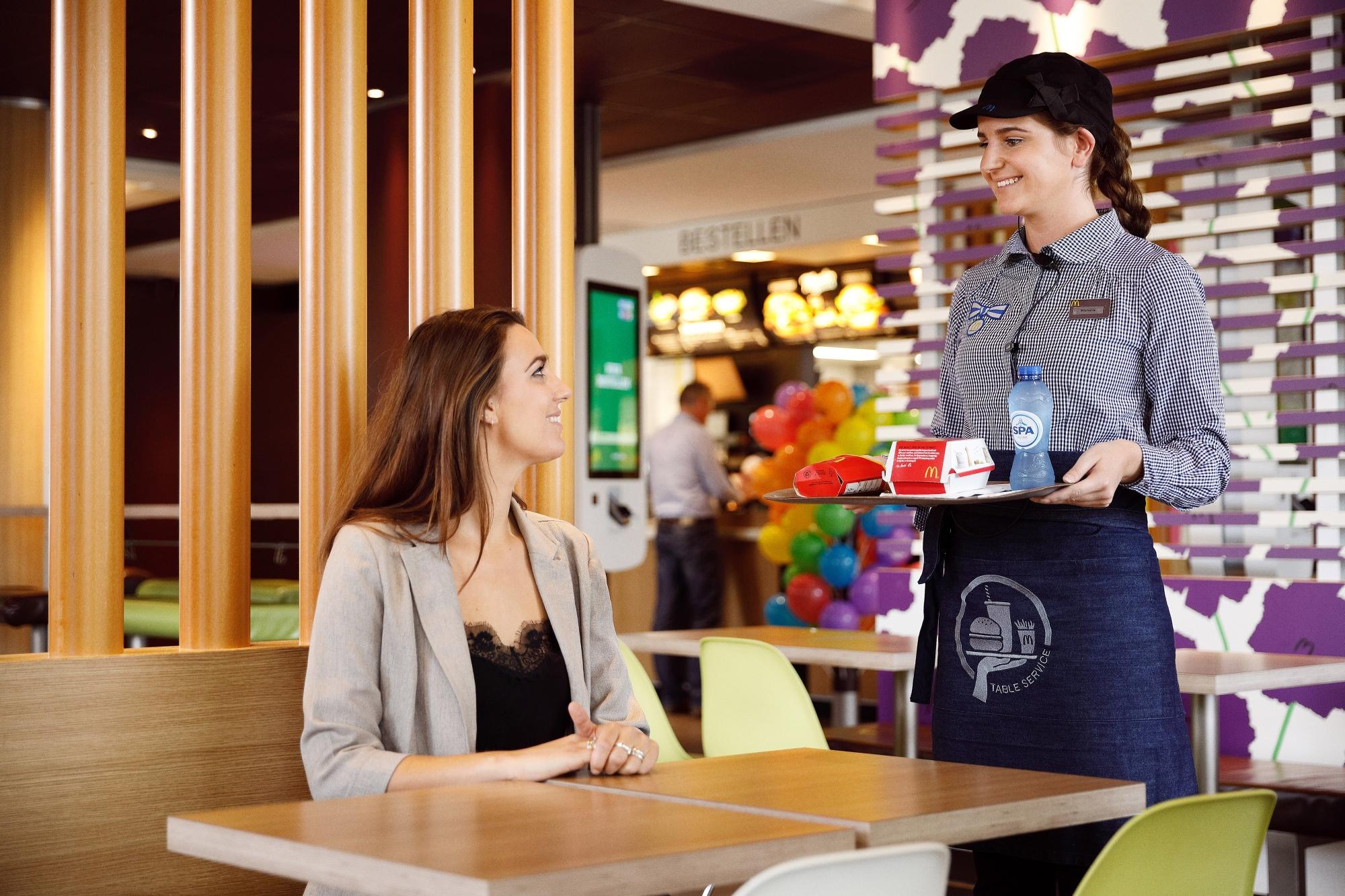 McDonald's restaurant Assen start met bediening aan tafel