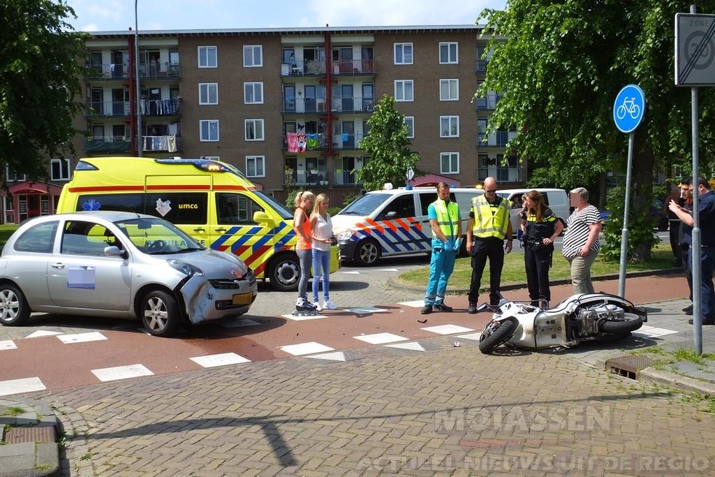 Gewonde na botsing auto en scooter op Nobellaan met de Einthovenstraat Assen