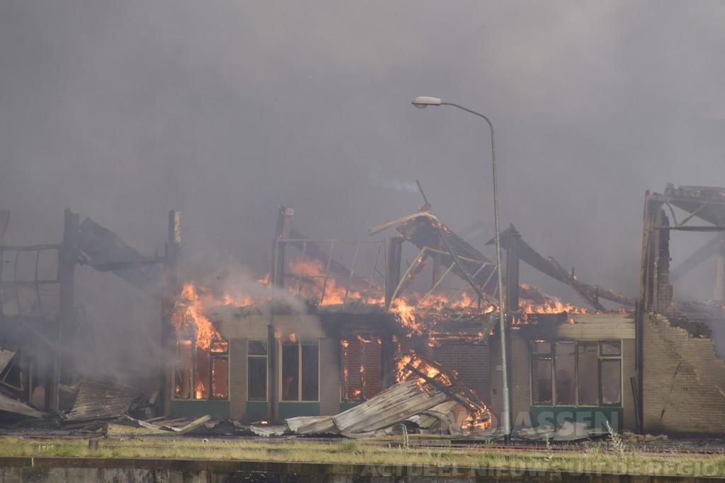 Zeer grote brand bij Welkoop in Hoogezand