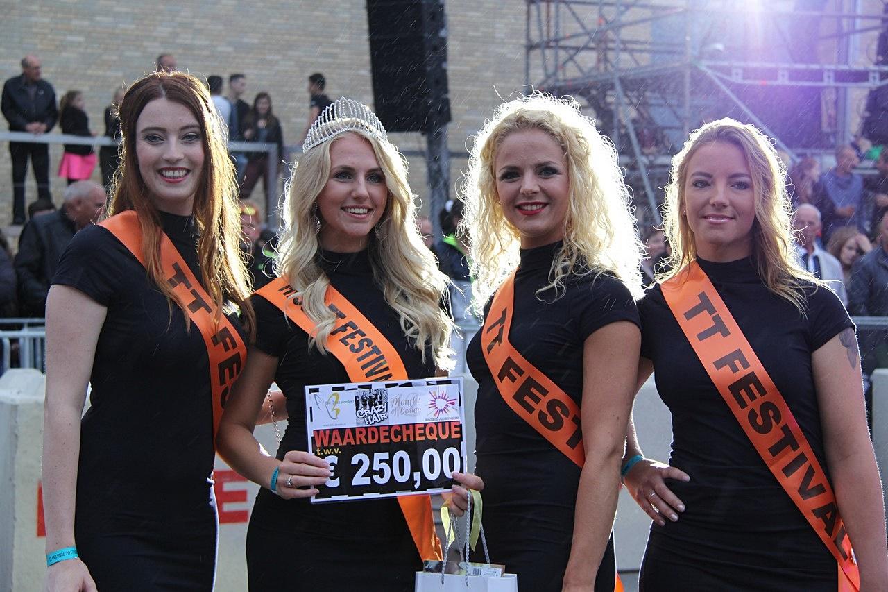 Manon Broersma uit Norg gekroond tot Miss TT Festival 2017