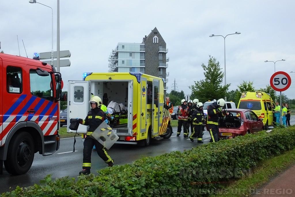 Buschauffeur van Qbuzz botst op personenauto aan de Peelo in Assen