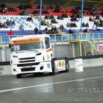 Chauffeurs ontwaken uit hun cabine voor de start van het Truckstar Festival 2017 in Assen