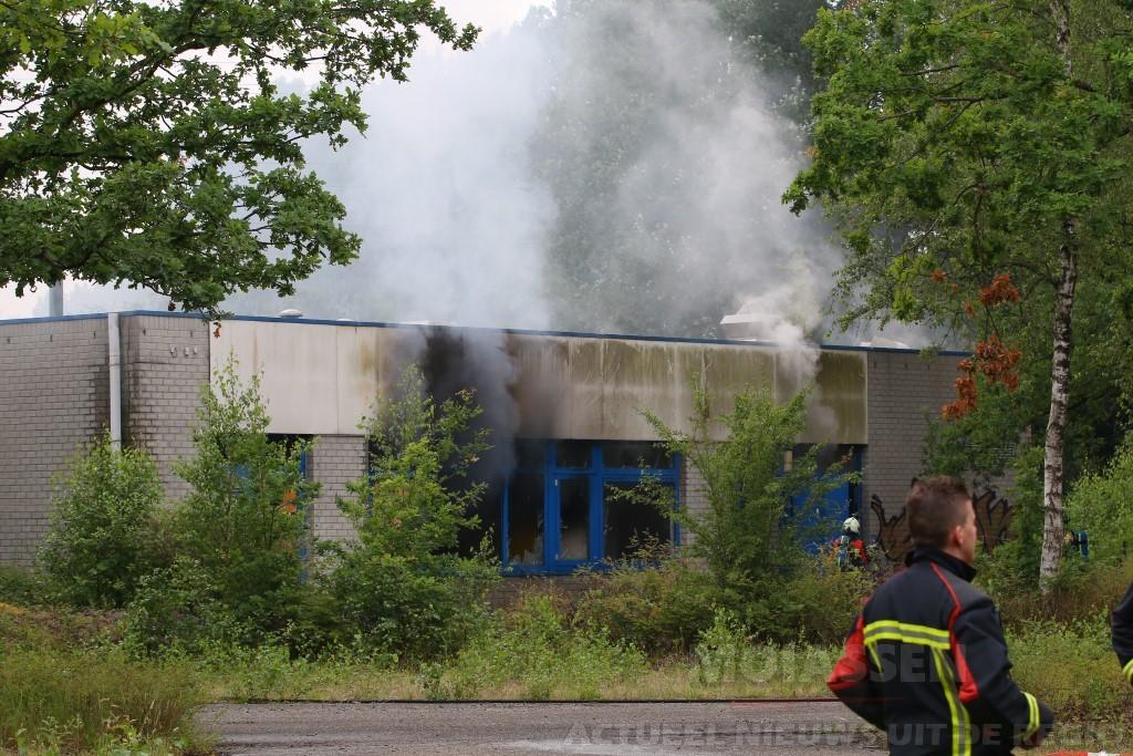 Brand in Party Town gebouw op het voormalig verkeerspark aan de Haar in Assen
