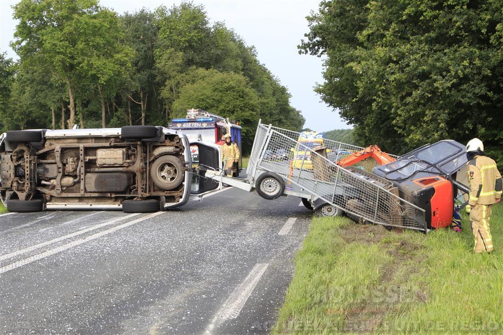 Ongeval Gasselternijveen voertuig gekanteld met aanhanger