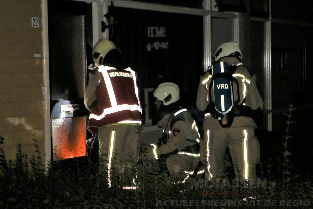 Brandweer blust beginnende woningbrand aan de Holtwal in Gieten