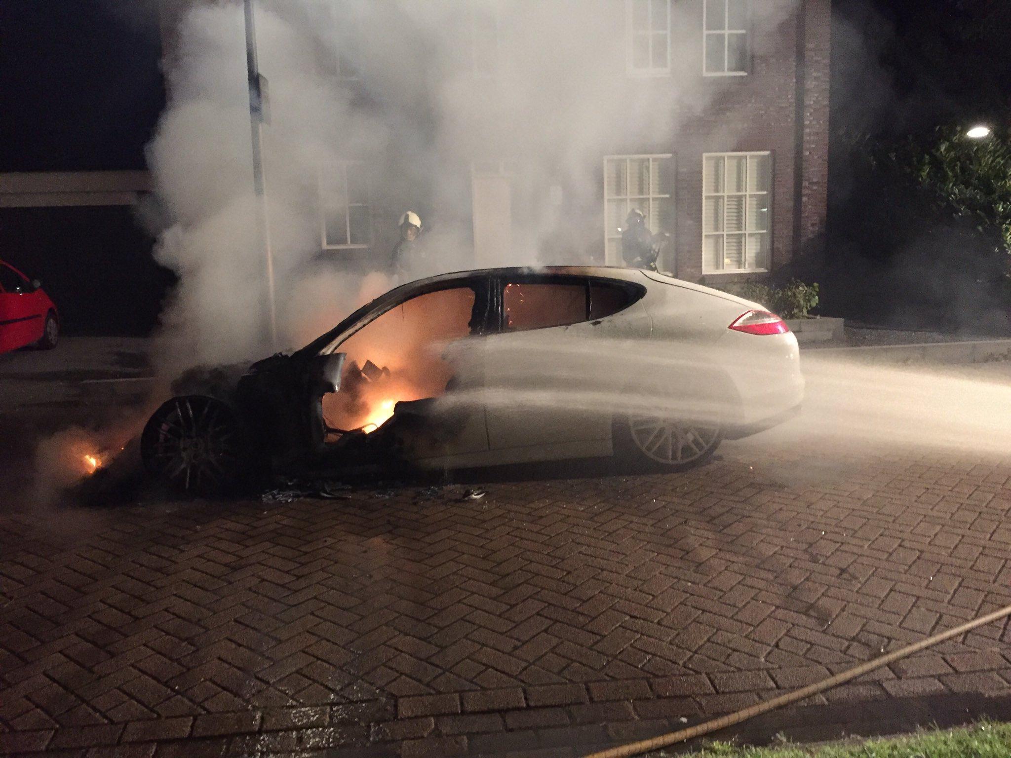 Politie zoekt getuigen na autobrand aan de Langehout in Assen