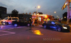 Twee auto's botsen op kruising Assen