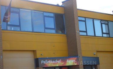 Brand boven bedrijf Pelletkachel Assen in Assen(Video)