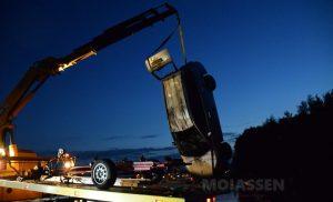 Auto die vrijdagavond spoorloos verdween bij de Havenkade uit het water getakeld