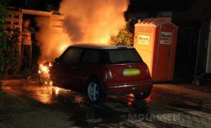 Autobrand aan de Tiendlanden in Assen