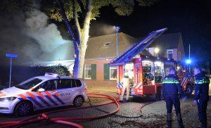 Dakbrand Gieterveen doet brandweer 3 x uitrukken