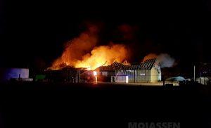 Grote brand verwoest landbouwloods in Eerste Exloërmond