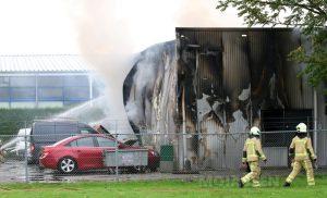 Grote brand bij bedrijf in Eelde