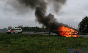 Auto uitgebrand op de A28 bij Assen-Noord