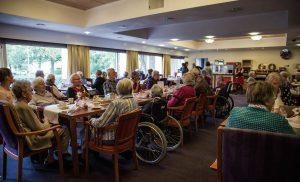 Asser Uitdaging verrast ouderen uit diverse zorginstellingen