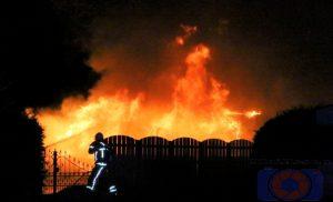 Brand op camping verwoest stacaravan in Anloo