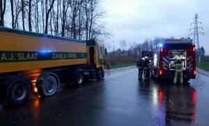 Vrachtwagen vat vlam naast gasinstallatie langs Tankstation Total A28 Assen