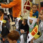 Sinterklaas is een held in Drentse AZC's!