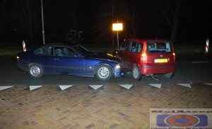 Auto's botsen op Overcingellaan in Assen