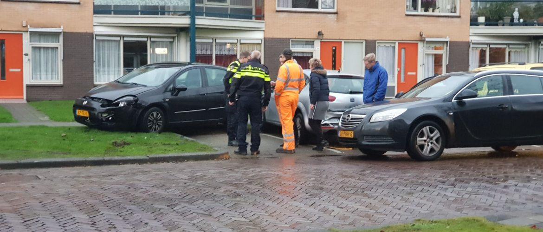 Vier auto's beschadigd bij ongeval Troelstralaan Assen