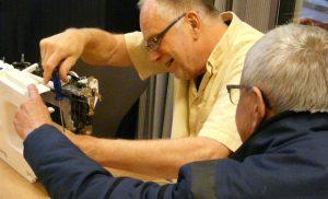 Repair Café Assen spaart milieu